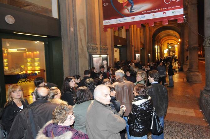 Coda fuori dal teatro prima dello spettacolo