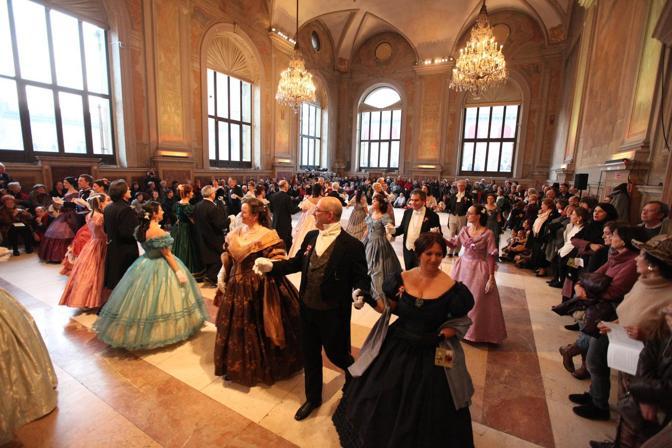 Il gran ballo dell 39 italia unita corrieredibologna for Planimetrie del palazzo con sala da ballo