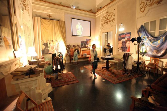 Roberto Benigni e Nicoletta Braschi all'inaugurazione della mostra «Bob e Nico» dedicata alla loro carriera, a Bologna a Palazzo Pepoliti