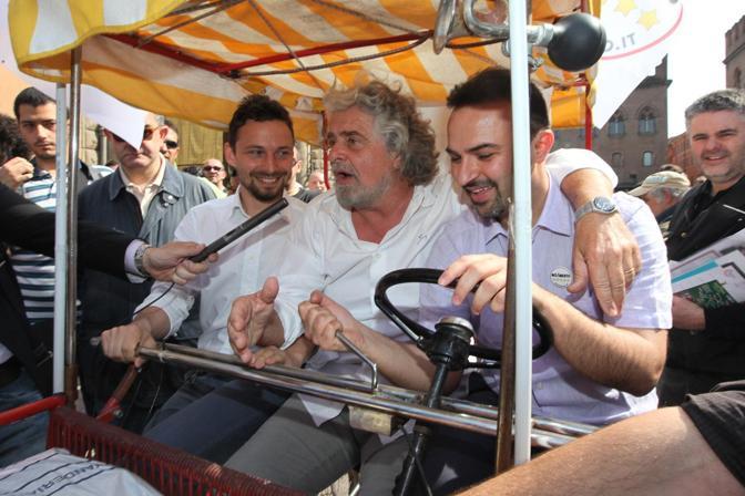 Grillo con Bugani e Giovanni Favia, consigliere regionale