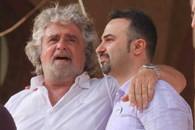 Beppe Grillo con il candidato sindaco del Movimento 5 Stelle Massimo Bugani