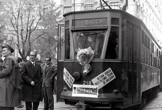 3 novembre 1963: l'ultima corsa dell'ultimo tram bolognese (foto Breveglieri)