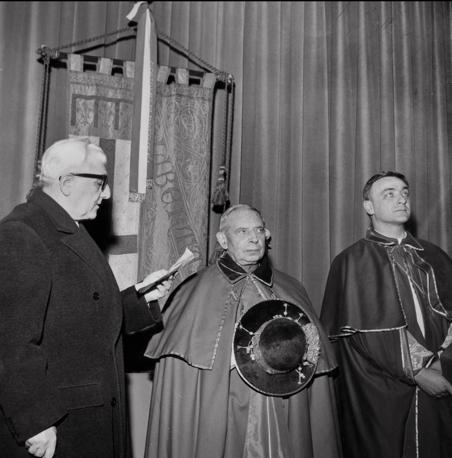 1965: Giuseppe Dozza, il cardinale Lercaro e il vescovo ausiliare Luigi Bettazzi (archivio Fondazione Gramsci Emilia-Romagna)