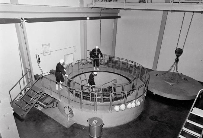 6 luglio 1963: a Montecuccolino sui colli fuori Porta d'Azeglio inaugurato un Laboratorio di ingegneria nucleare nel quale vengono attivati due reattori di ricerca progettati e costruiti dagli allievi della Scuola di specializzazione in Ingegneria Nucleare dell Istituto di Fisica dell Ateneo (foto Walter Breveglieri)