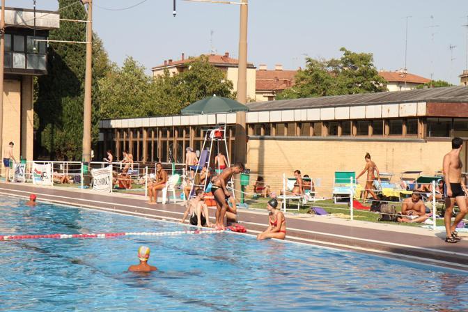 Sullo Sterlino pende la possibilità di una chiusura. Vasca olimpionica da 50 metri e palestra per la ginnastica. Si allenano atleti azzurri di livello internazionale.