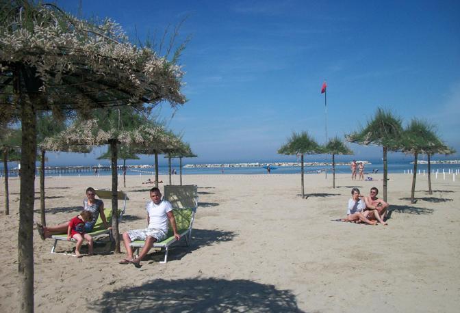 Cesenatico la spiaggia vegetale corrieredibologna - Bagno roma cesenatico ...