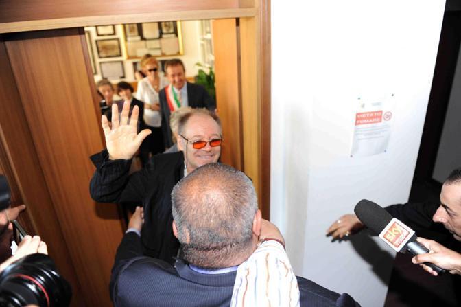 Vasco all'uscita dalla cerimonia