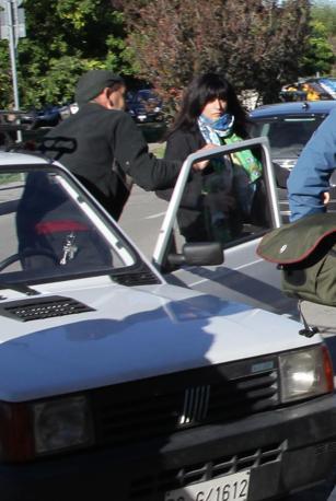 La Franzoni esce dal carcere della Dozza, a Bologna, per essere accompagnata al lavoro