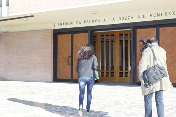 La Franzoni arriva alla parrocchia di Sant'Antonio da Padova, vicino al carcere, dove opera la cooperativa «Siamo Qua»