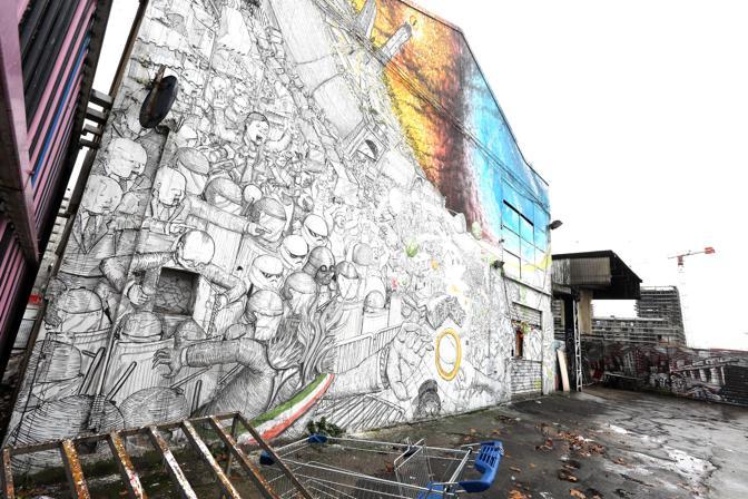 Il graffito di Blu e Ericalicane a XM24 ex mercato ortofrutticolodi via Fioravanti, a Bologna