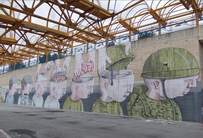 Il graffito realizzato da Blu a Campobasso in Molise