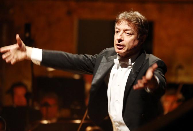 Il direttore Roberto Abbado