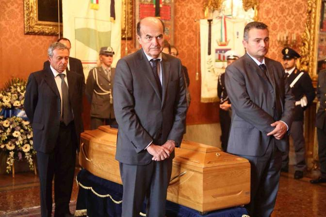 Il picchetto d'onore con Bersani e Donini