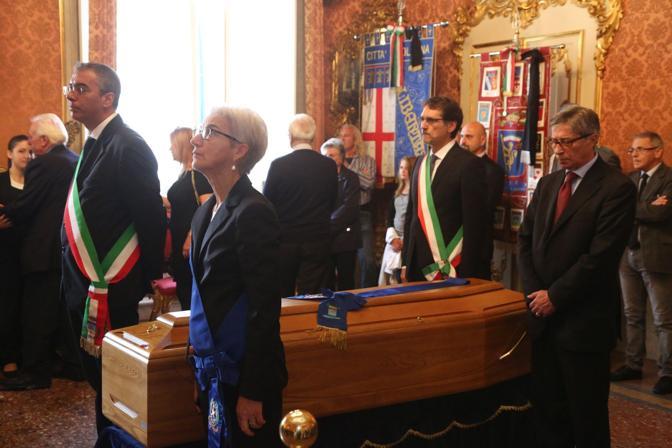 Il picchetto d'onore con Errani, Fiorini, Draghetti e Merola