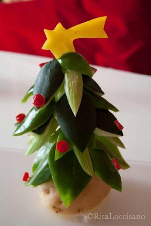 Tra poco è Natale. Un alberello eco-friendly: non si butta via dopo le feste, ma si mangia subito. In pinzimonio.