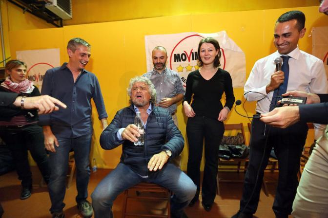 La serata, con duecento fedelissimi, al circolo Mazzini di via Emilia Levante, in periferia, culla del grillismo bolognese fin dai suoi primi vagiti
