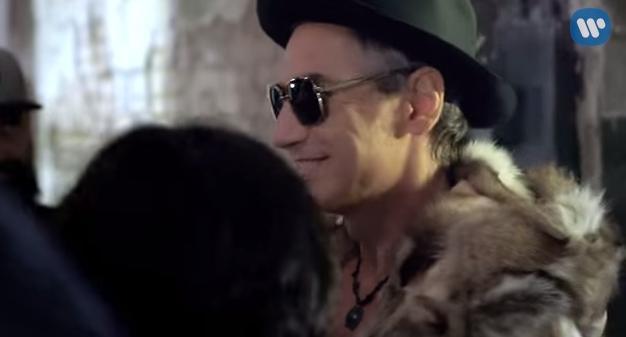Un frame dal video di «Siamo chi siamo»