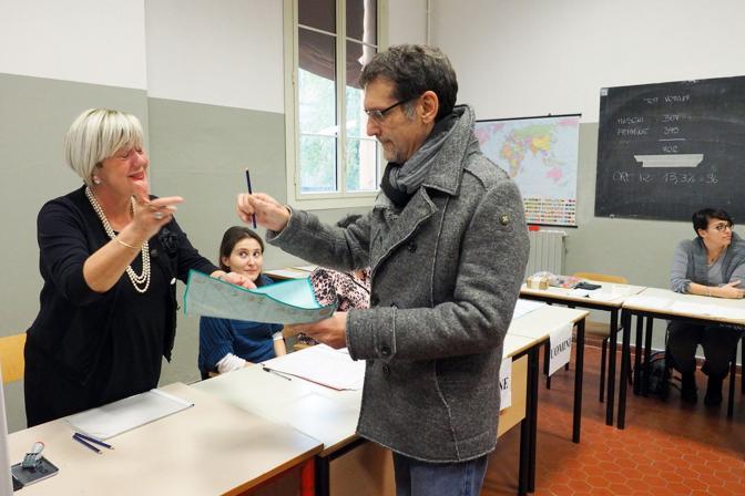 Al voto anche il sindaco di Bologna, Virginio Merola