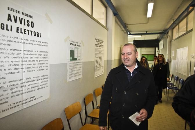 Il candidato democratico Stefano Bonaccini al seggio a Modena