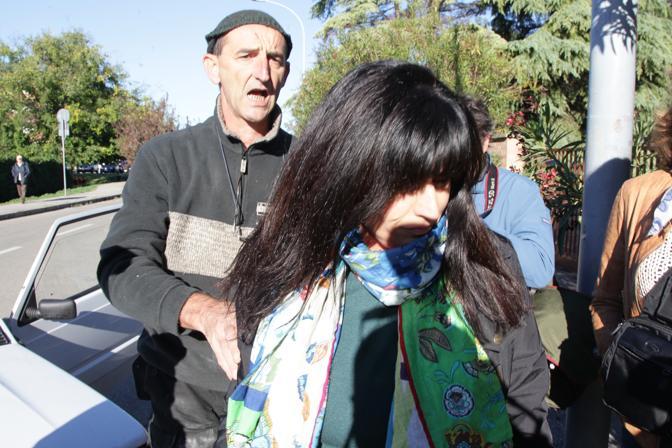 111013 - Annamaria Franzoni arriva a cooperativa don Nicolini - foto Nucci/Benvenuti