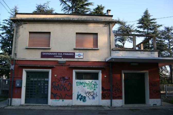 Casalecchio, Muffa, Savignano sul Panaro: stazioni in stato di abbandono, prive di video sorveglianza, piene di graffiti e senza servizi igienici usufruibili