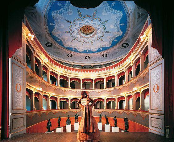Teatro Petrella (Longiano – Cesena) È stato inaugurato nel 1870. Una sua caratteristica strutturale è il meccanismo che permette di sollevare il piano di calpestio della platea, una volta rimosse le poltroncine, fino unirlo al bordo del palcoscenico, in modo da creare un grande spazio unico, eliminando il dislivello fra platea e palco. Il Teatro Petrella è un tipico esempio di teatro all'italiana, con sala interna a forma di ferro di cavallo, a due ordini di palchi e loggione. Ospita una galleria di fotografie degli artisti che si sono esibiti, da Vittorio Gassman a Dario Fo e Franca Rame, a Bruno Ganz e Lucio Dalla