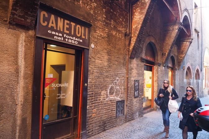 Le botteghe storiche di bologna corrieredibologna for Mobili bologna