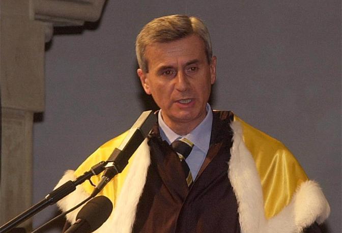 Marco Biagi, nato a Bologna il 24 novembre del 1950, era un giuslavorista. Fu ucciso dalle Brigate Rosse il 19 marzo 2002 mentre stava rientrando nella sua casa in via Valdonica a Bologna.