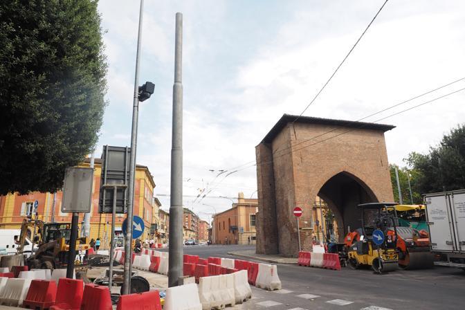 La rivolta dei residenti contro i pali del crealis in - Porta san vitale bologna ...