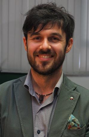 Nato a Bologna, 36 anni, laureato in Scienze ambientali, lavora nell'attività di famiglia, un negozio di ferramenta a Zola Predosa. È il candidato sindaco dei Verdi