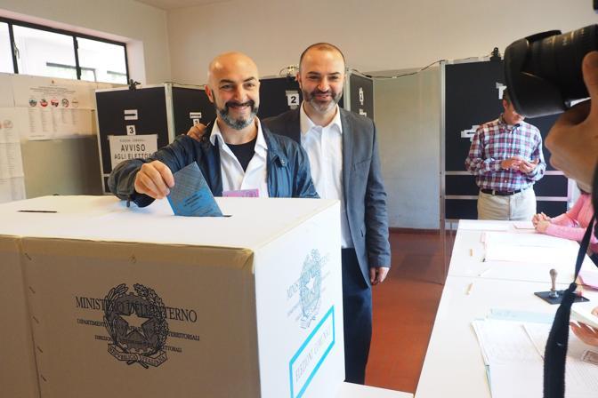 Massimo Bugani, residente a San Lazzaro, ha accompagnato al seggio