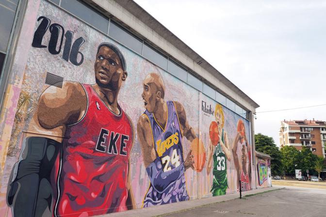 RODRIGUEZ Il murale realizzato dal writer Fabieke a San Lazzaro, dove sono raffigurati LeBron James, Kobe Bryant, Larry Bird e Michael Jordan