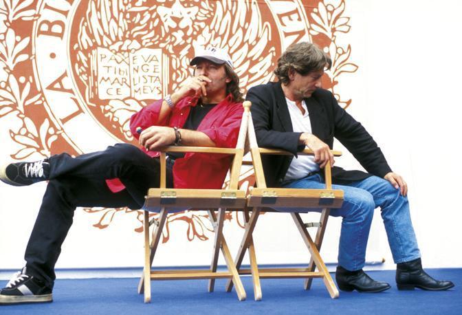 «Vasco la mostra ufficiale»  è aperta fino al 3 luglio nei grandi spazi del Foro Boario a Modena