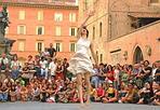 Città da ballare -   Parte la nuova edizione della rassegna «Danza Urbana», dal 4 all'11 settembre, che porta la danza, appunto, in vari luoghi della città. Info: 051 6440879, www.danzaurbana.it