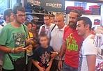 Mosca in posa con i tifosi - Oltre 100 tifosi, giovedì, per Moscardelli ospite al Bologna Point