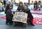 Una piazza per le donne - Una foto scattata durante il flash mob-manifestazione per l'8 marzo in piazza Maggiore