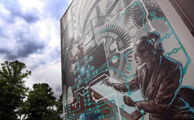 Ingranaggi a muro - L'età industriale diventa arte, come nell'enorme murale dipinto nell'ex fabbrica Sasib di via Corticella
