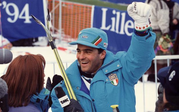 """Tomba atleta del secolo - Il «magic moment» dello sport bolognese è rappresentato (oltre che da Belinelli) anche da Alberto Tomba, nominato atleta maschile del secolo nel centesimo anniversario del Coni. Lo sciatore di Castel de' Britti ha vinto tre ori olimpici, due mondiali, una Coppa del Mondo assoluta, quattro di slalom speciale e quattro di gigante totalizzando 50 vittorie. «Una cosa grandiosa che ha sorpreso me, la mia famiglia e tanti tifosi — ha detto Tomba a Ètv — Non me l'aspettavo, un'emozione unica che mi ha aperto il cuore con una gioia immensa». Dominatore delle nevi per un decennio, fra 1988 e 1998, Alberto è orgoglioso perché sono stati gli sportivi a votarlo: «Il 60% dei voti è arrivato dagli atleti che hanno vinto una medaglia d'oro, non me l'aspettavo». C'è un pizzico di nostalgia per quei tempi: «Quando c'era la """"Tombamania"""" non esistevano i telefonini, i selfie. A me bastano gli amici». (L. A.)"""