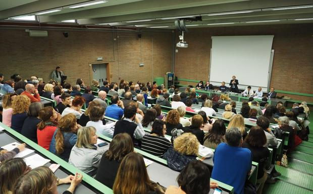 Il rettore a Economia - In vista delle prossime elezioni per il rettore dell'Alma Mater, i candidati hanno esposto le loro idee alla Facoltà di Economia. E l'aula magna di piazza Scaravilli era gremita.
