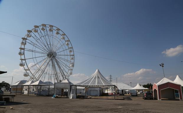 La grande ruota alla Festa dell'Unità - Preparativi in corso alla Festa dell'Unità (la kermesse durerà dal 26 agosto al 21 settembre). La novità di quest'anno è la grande ruota panoramica. Tra gli stand è atteso anche il premier Matteo Renzi
