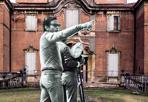 Pasolini torna a Villa Sorra  - Non solo Villa Aldini a Bologna. Pier Paolo Pasolini per il suo Salò o le 120 giornate di Sodoma utilizzò anche altre dimore storiche emiliane. Come Villa Sorra nelle campagna di Castelfranco Emilia, dove venne realizzata, per esempio, la scena in cui 4 sadici nazifascisti scelgono dei ragazzini che porteranno poi a Villa Aldini. Nella primavera del 1975 Pasolini si trovava proprio a Villa Sorra, per girare alcune scene di quello che lo scrittore e regista bolognese non poteva ancora immaginare trattarsi del suo ultimo film.