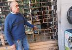 Nuova «spaccata» -  Un altro furto con il sistema della «spaccata» è stato messo a segno nella notte in un negozio della Bolognina, la zona di Bologna che da qualche tempo è al centro di un'emergenza sicurezza proprio per il fenomeno dei furti negli esercizi commerciali. Verso le due è stata presa di mira una rivendita di autoricambi in via Ferrarese. Il ladro ha divelto la serranda e rotto la vetrata d'ingresso, per entrare e portare via appena 30 euro dal fondo cassa, ma facendo un danno che supera i mille euro. Il furto è stato denunciato alla polizia. È di martedì la notizia che il Comitato provinciale per l'ordine e la sicurezza pubblica, riunito in Prefettura a Bologna, ha deciso che saranno rafforzati anche con unità dell'Esercito i controlli nella zona della Bolognina per contrastare i furti, le rapine e le spaccate.
