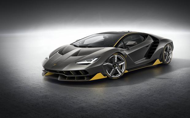Lambo da due milioni  -  Sono già stati venduti i quaranta esemplari della Lamborghini Centenario, modello speciale della casa di Sant'Agata Bolognese. Venduti, ancora prima di essere prodotti, a 1,75 milioni di euro l'uno. Si tratta di venti modelli roadster e venti coupé. La vettura sarà al salone dell'auto di Ginevra con il suo design futuristico e il suo motore V12 aspirato da 770 cavalli. La Centenario può toccare i 350 km/h e va da 0 a 300 km/h in 23 secondi.