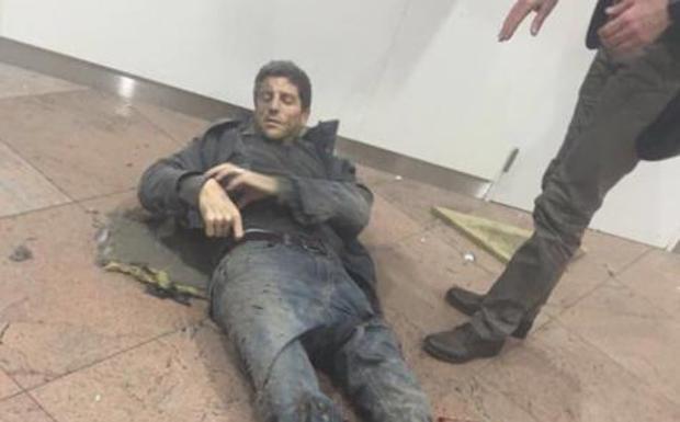 Bruxelles, la solidarietà della Fortitudo -  Rimasto ferito nell'attentato all'aeroporto, la foto di Sebastien Bellin ha fatto il giro del mondo. L'ex nazionale belga è vice presidente della società che cura le trasmissioni delle partite al PalaDozza.