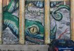 Il Blu sopravvissuto (con Ericailcane) -  Vedere un murale di Blu a Bologna è ancora possibile, pure dopo la cancellazione dei lavori dello street-artist in aperto contrasto con la mostra di Genus Bononiae. Basta recarsi in zona Roveri, in via Battirame 11, dove si trova la facciata dell'ex casa colonica al centro del progetto della cooperativa Eta Beta. L'ampia parete accoglie ancora l'opera The Golden Cage, con la gabbia d'oro realizzata da Blu e il serpente all'interno da Ericailcane, realizzata senza montare ponteggi o scale ma solo con bastoni telescopici. Legata all'esperienza del Livello 57, che aveva avuto in gestione lo spazio, non è stata cancellata come le altre. La nuova realtà dello Spazio Battirame non intende sottrarsi alla responsabilità di salvaguardare l'opera e, visto che alcune porzioni sono dipinte su pannelli in lamiera, questi ultimi verranno trasformati in parti mobili e apribili, in modo che nel suo assetto chiuso il murale rimanga totalmente integro. (P. D. D.) Foto Federico Scagliarini