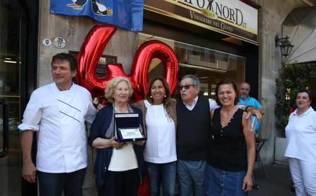 Quarant'anni di Capo Nord - La gelateria Capo Nord di via Murri compie 40 anni. La festa con la presidente del quartiere Santo Stefano, Ilaria Giorgetti