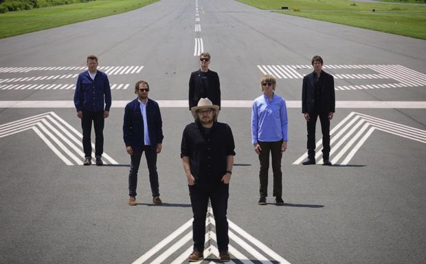 I Wilco a Ferrara - Il gruppo americano è in concerto lunedì 4 luglio alle 22 (30 euro) in piazza Castello a Ferrara per la rassegna «Sotto le stelle». la band raccoglie i frutti di vent'anni di ricerca espressiva tra indie, folk, country e blues. Apre la serata il cantautore Kurt Vile