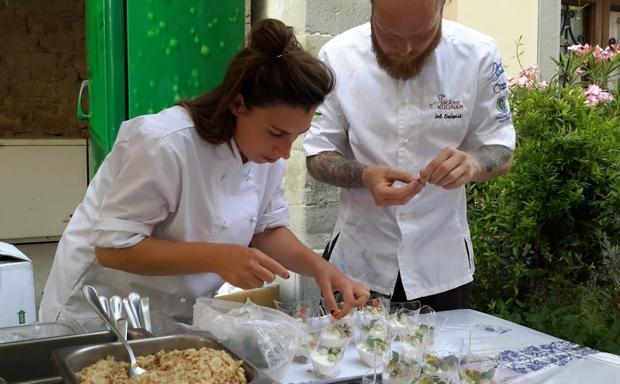 Street food in Romagna - A Portico di Romagna, nel Forlivese, sabato e domenica la rassegna «Chef sotto il portico»: tredici cuochi provenienti da diverse parti del mondo proporranno piatti legati alla propria tradizione. Poi l'incontro con i maestri della gastronomia locale.