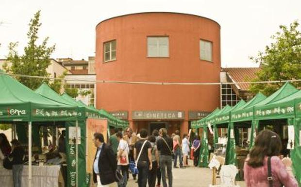 Torna il Mercato della Terra - Alle 17,30 di oggi, lunedì 22 agosto, riparte il Mercato della Terra di Slow Food con 25 produttori del territorio bolognese che vendono i loro prodotti nel cortile della Cineteca.