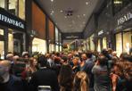 Le nuove luci di Galleria Cavour - Centinaia di luci per la Galleria Cavour. Il nuovo impianto di illuminazione, firmato da Via Bizzuno di Mario Nanni, è stato inaugurato sabato con il Light Show, preceduto dalle parole di Filippo Sassoli de Bianchi, della nota famiglia propietaria degli spazi